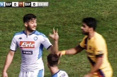 En 2018 Manolas hizo el tercer gol en el 3-0 con el que Napoli eliminó a Barcelona de la Champions. Un año después, el defensor griego se burló de Luis Suárez haciéndole un gesto de tres con la mano