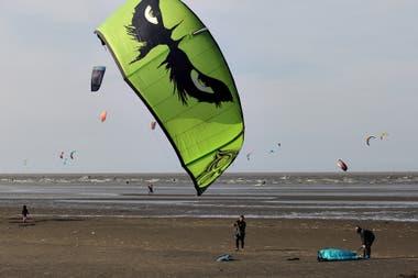 En la rivera de Quilmes si practican algunos deportes náuticos como el Kite Surf