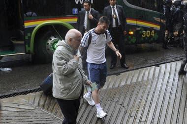 La última visita, en 2017, otra derrota y una nueva frustración: esa misma mañana, la FIFA le comunicó que estaba suspendido provisionalmente y no pudo jugar; sería la despedida de Bauza como entrenador