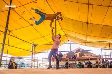 """""""El Príncipe Aéreo"""" en acción: el luchador de 26 años que perdió la vida en el ring durante una función en México"""