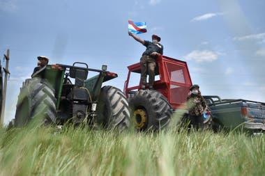Tractorazo en Santa Elena Entre Rios, frente a los campos de la familia de Luis Miguel Etchevehere.