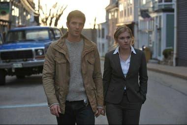 """Lucas Bryant y Emily Rose en Haven, basada en """"The Colorado Kid"""""""