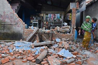 Luego del terremoto que el 29 de junio que mató a 16 personas, la isla turística de Lombok, en Indonesia , volvió a temblar ayer por la tarde