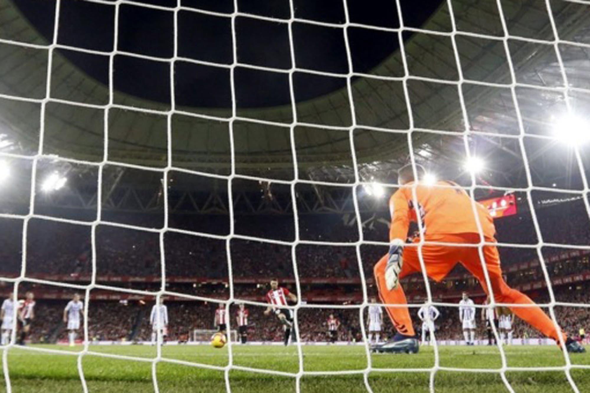 La extraña y valiente manera de patear un penal que sorprendió en la Liga de España