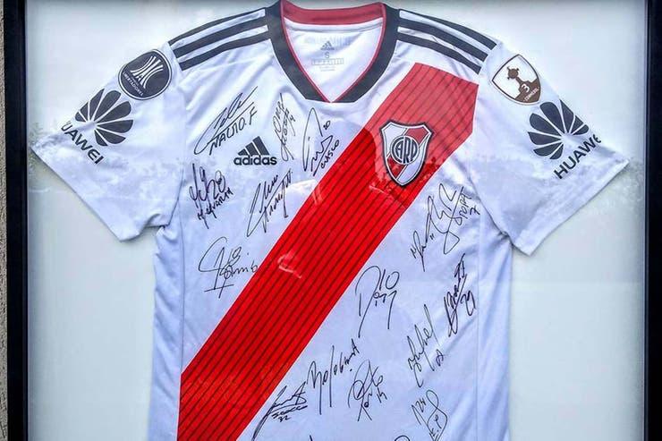 d14dc3b3fc8a3 La camiseta de Nacho Fernandez, en la final de Madrid, enmarcada para fines  benéficos