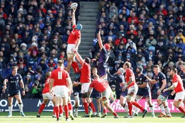 Gales, que debió trajinar para superar como local a Escocia (18-11), es único invicto y el principal aspirante a ganar el Seis Naciones; Irlanda es su último contrincante, al que recibirá en Cardiff.