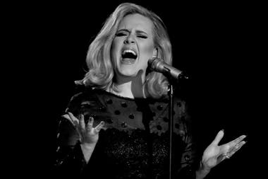 "Adele cantó ""Someone Like You"" en la 54a. entrega de los premios Grammy, en 2012"