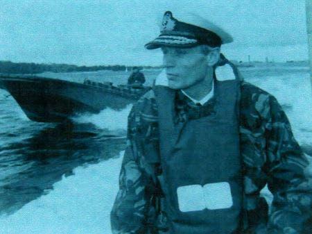 De un soldado a otro: en un gesto de lealtad, la viuda de un almirante británico le devolvió su sable a un teniente argentino
