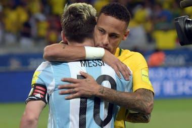 Capitanes de sus seleccionados y amigos, Messi y Neymar no descartan volver a jugar juntos como lo hicieron en el Barcelona. ¿Será con la camiseta de PSG de Francia?