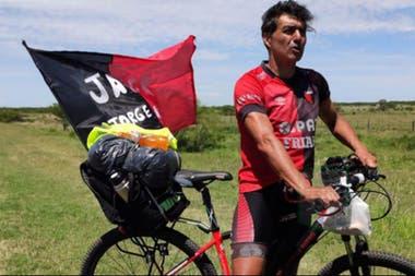 Jorge Nini, el aventurero hincha de Colón que viaja desde Santa Fe a Asunción para ver la final de la Copa Sudamericana