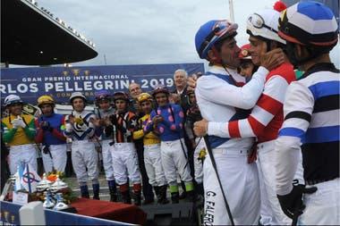 Jorge Ricardo y Pablo Falero, unidos por la emoción en el último GP Carlos Pellegrini del uruguayo, en diciembre