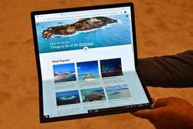 Intel mostró su prototipo Horseshoe (herradura), que cerrada tiene el tamaño de una notebook de 12 pulgadas, pero que puede transformarse en una tableta de 17 pulgadas.
