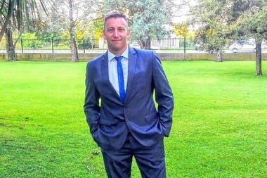 Luis Moreschi, en la actualidad, tiene seis hijos y vive en Mendoza; trabaja en el tenis, pero desde otro lado.