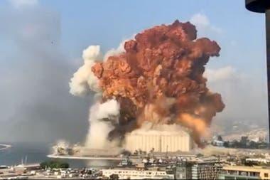 Ayer un fuerte estallido sacudió Beirut y causó más de cien muertes