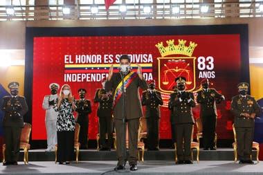 El presidente de Venezuela, Nicolás Maduro pronuncia un discurso durante la ceremonia del 83 aniversario de la Guardia Nacional Bolivariana en la Academia Militar, en Caracas, el 4 de agosto de 2020