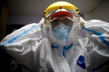 Así es un kit completo, en buenas condiciones, destinado al personal sanitario que está en contacto con el Covid-19