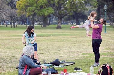 Las familias preparan encuentros al aire libre para el Día del Niño
