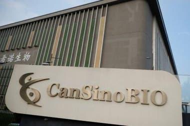 La vacuna fue desarrollada por el Instituto de Biotecnología de Pekín y la biofarmacéutica china CanSino Biologics