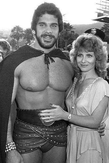 Lou Ferrigno cumplió todos sus sueños: en la imagen posa en 1983 junto a su esposa Carla Green, en la premiere de la película que siempre anheló protagonizar, El desafío de Hércules
