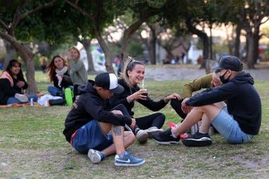 Reuniones al aire libre en un parque de Lomas de Zamora