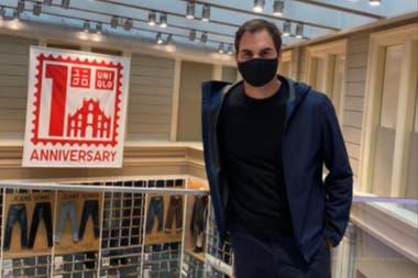 Mientras el español y el serbio competían en la final de París, Federer publicaba en su Instagram varias imágenes de su rápida visita a Milán por un compromiso publicitario con su patrocinador de ropa Uniqlo