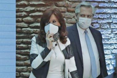 """En el entorno de Alberto Fernández afirmaron que la misiva de los senadores kirchneristas al Fondo se inscribe dentro de las recientes """"tomas de posición"""" de la vicepresidenta Cristina Kirchner"""