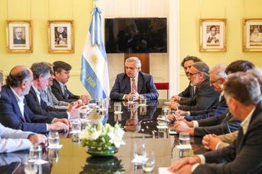Alberto Fernández con la Mesa de Enlace, en diciembre de 2019