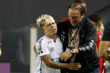 Cuca, Santos's coach, shelters him: he usually leaves at 15 minutes from ST
