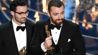 Sam Smith recibiendo el Oscar