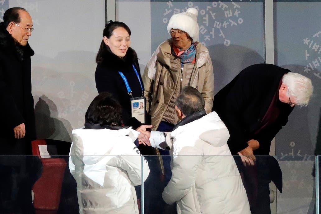 Moon Jae-in se acercó a saludar a la influyente hermana del líder de Corea del Norte