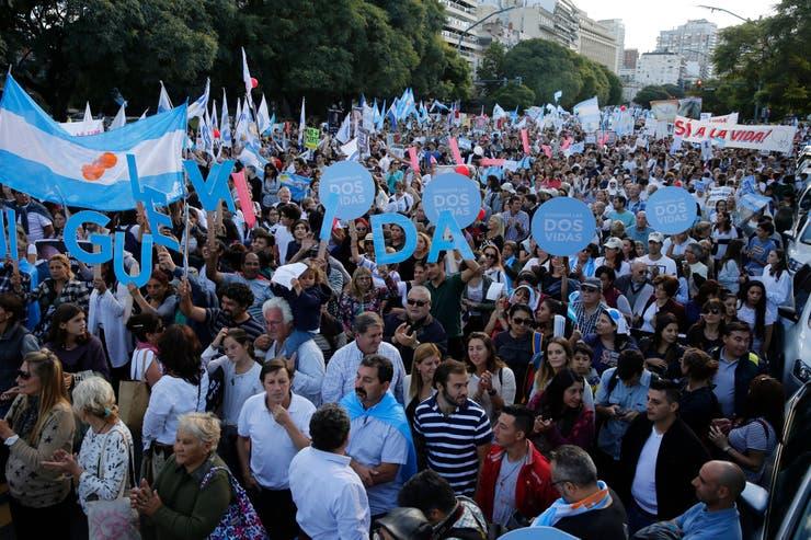 Comenzó en Buenos Aires la marcha en contra de la despenalización del aborto