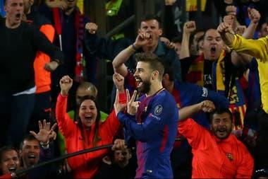 El festejo del defensor para ampliar la diferencia de goles entre Barcelona y Roma