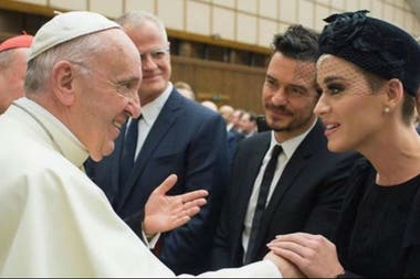 Bloom y Perry junto al Papa Francisco