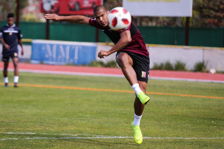 Salomón Rondón, el jugador más caro de la historia de Venezuela, y los padecimientos de su país