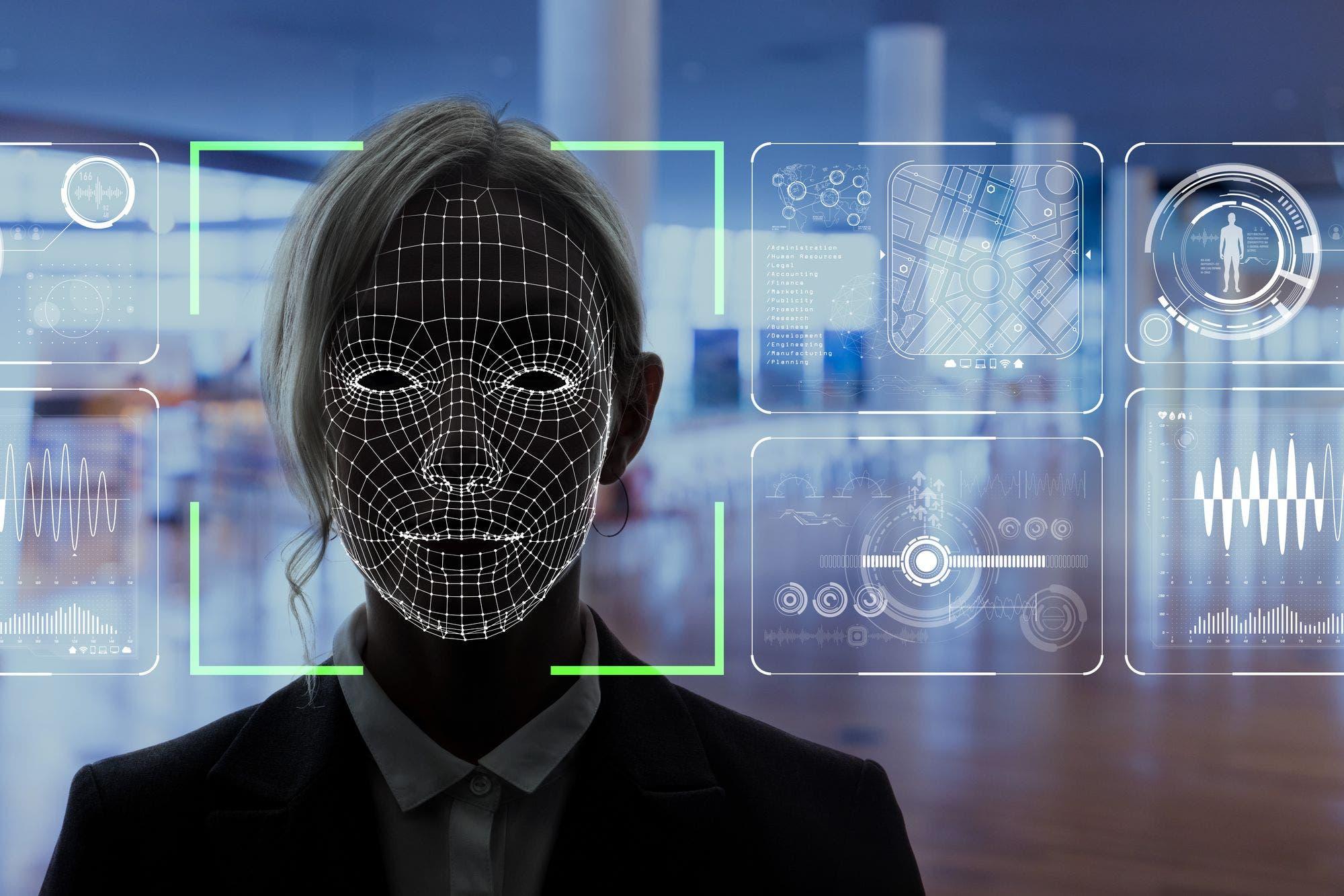 """""""Como 'Black Mirror' en la vida real"""": la preocupación de Alexandria Ocasio-Cortez y otros congresistas en EE.UU. por el uso de la tecnología de reconocimiento facial"""
