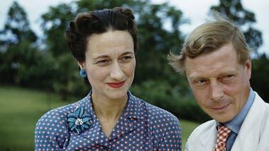 El rey Eduardo VIII abdicó para casarse con Wallis Simpson, una estadounidense que se había divorciado dos veces