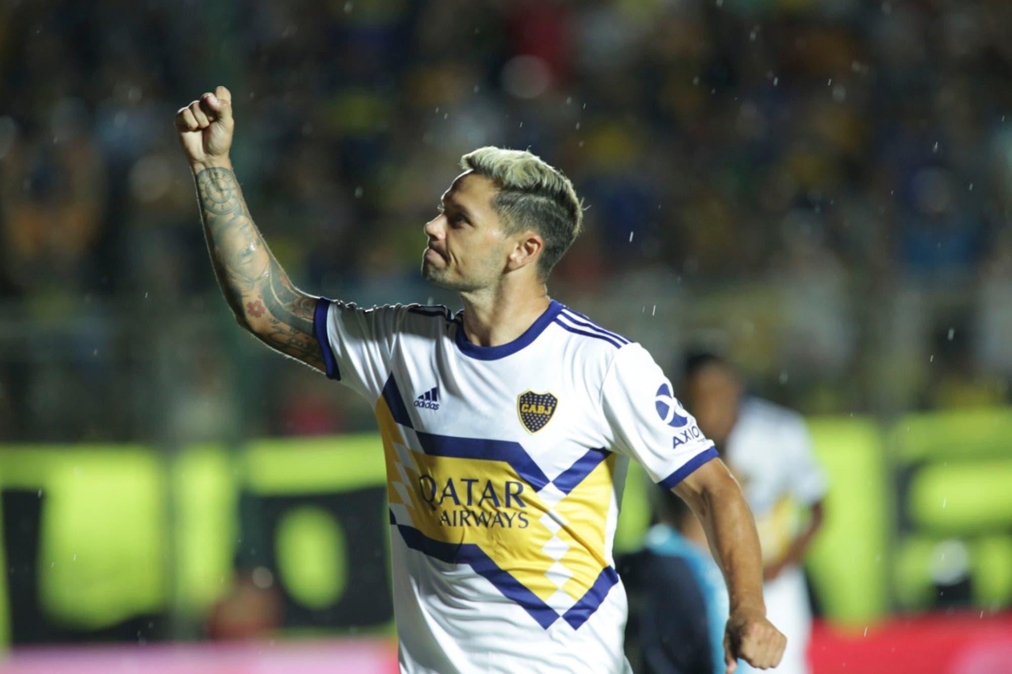 Mauro Zárate renovó contrato con Boca y Miguel Ángel Russo sonríe
