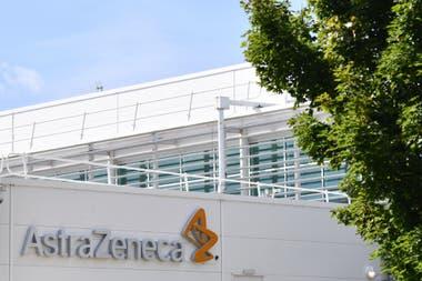 La vacuna experimental de la Universidad de Oxford se está desarrollando conjuntamente con la farmacéutica británica AstraZeneca y se está probando en varios países, entre ellos, Brasil
