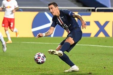 Otro rosarino, pero surgido en Central, Ángel Di María, resultaría una puente afectivo entre Messi y Paris Saint-Germain, que querría contratar a Luis Suárez.