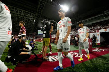 La entrada de Kawasaki Frontale al campo de juego