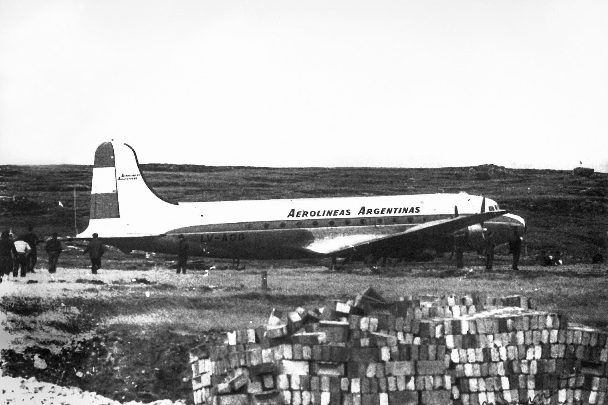 El día que secuestraron un avión y lo llevaron a Malvinas - LA NACION