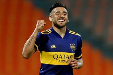 Puño en alto, el gesto de Eduardo Salvio tras convertir su séptimo gol en los últimos ocho partidos de Boca. Es el máximo anotador de la era Russo.