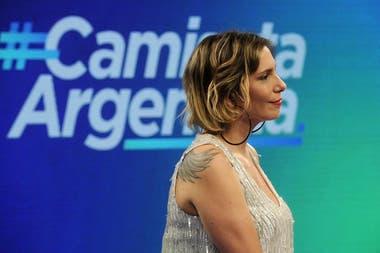 A punto de cumplir 45 años, Ángela Lerena celebró sus 25 años con el periodismo como la primera mujer en comentar un partido del seleccionado argentino en una transmisión televisiva. Fue en la señal pública, y junto al relator Pablo Giralt.