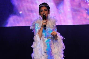 Cecilia Milone cantó algunos de los boleros y tangos que forman parte de su repertorio