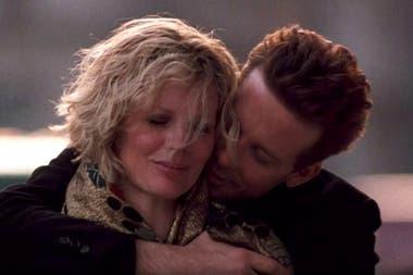 Kim Basinger y Mickey Rourke, en una escena de la película 9 semanas y media
