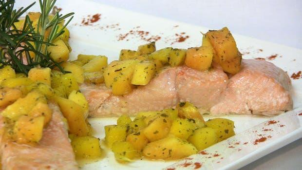 Receta de Salmón con salsa de mango y papaya