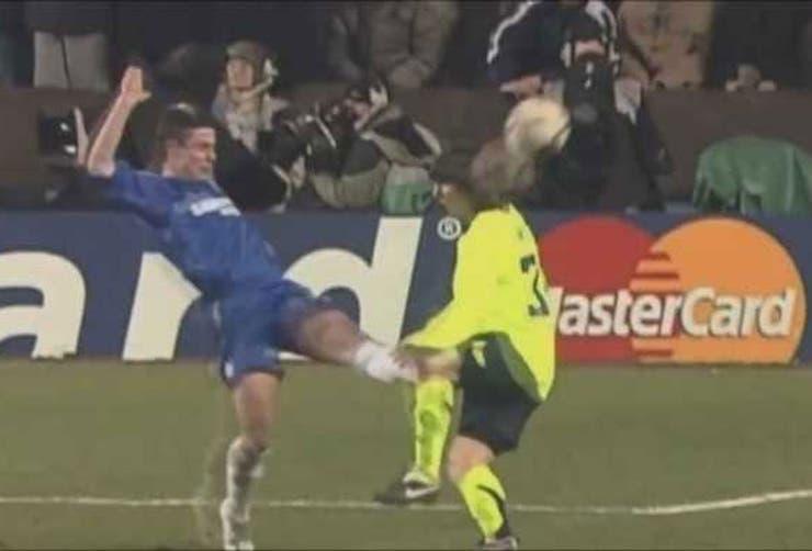 El durísimo foul de Del Horno a Messi, en la Champions 2006