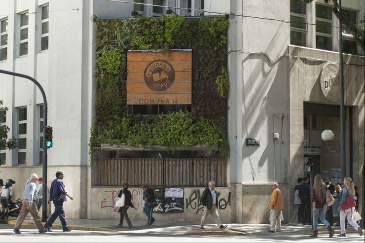 El jardín vertical de la sede de la Comuna 14