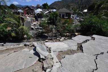 Casas, edificios, carreteras y puentes quedaron reducidos a una montaña de escombros