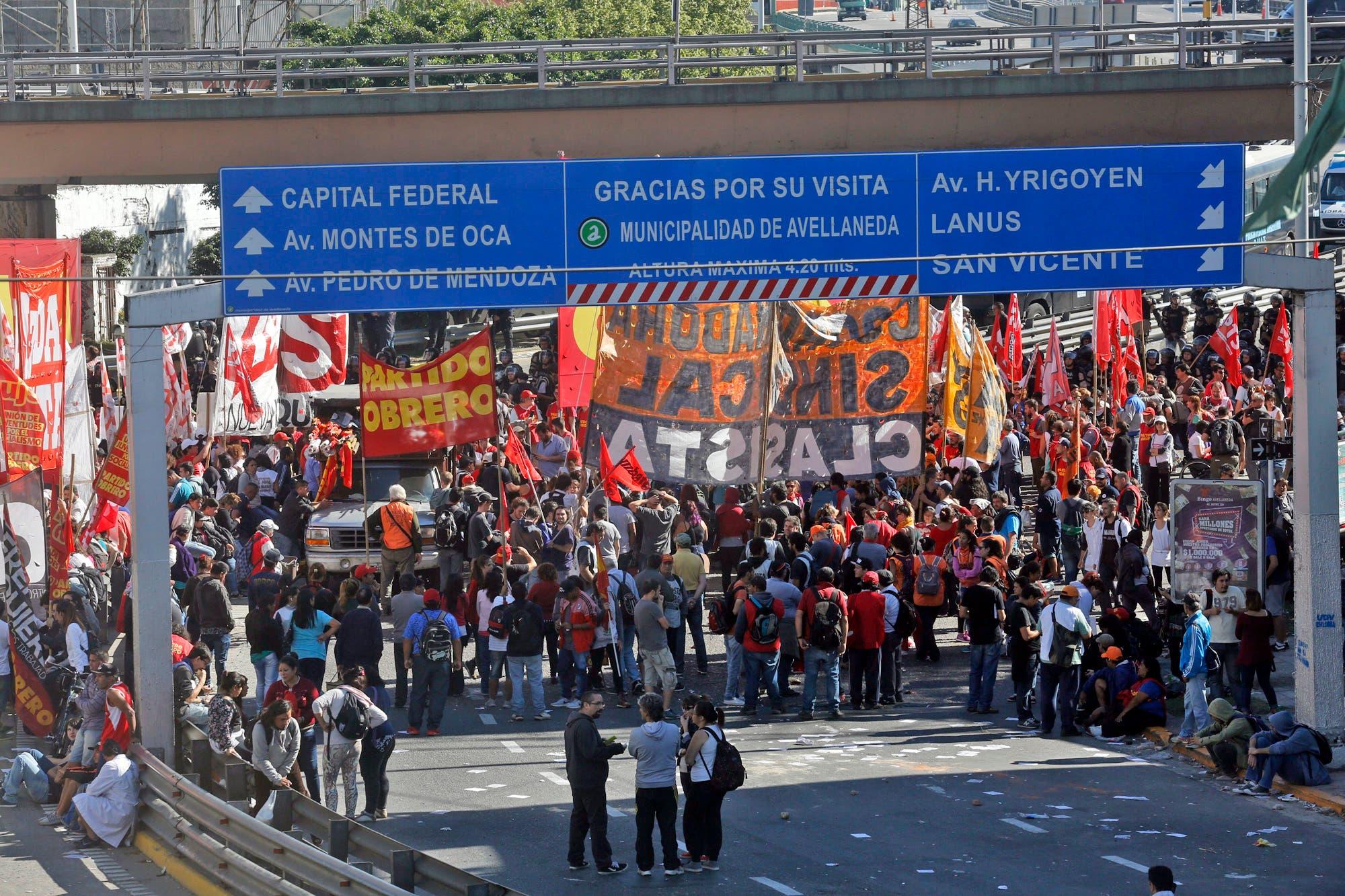 Cortes de calles y protestas complican el tránsito en la previa del paro de la CGT
